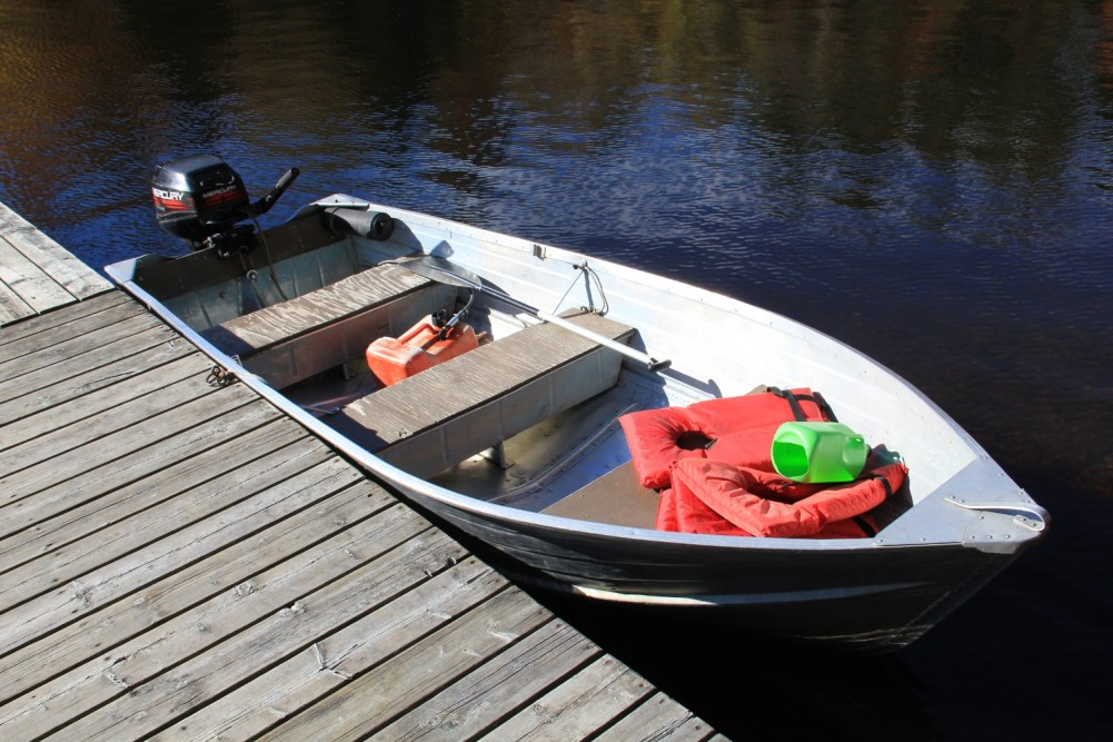 9.9 horse motor boat.